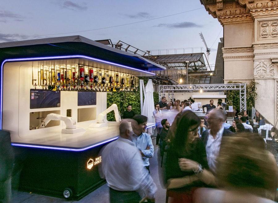 Бари з роботами-барменами відкривають у Лондоні та Мілані