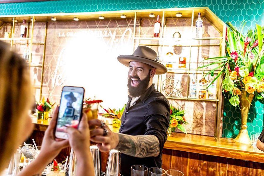 Барний фестиваль Tales of the Cocktail триває у Нью-Орлеані. Дивіться, як там весело