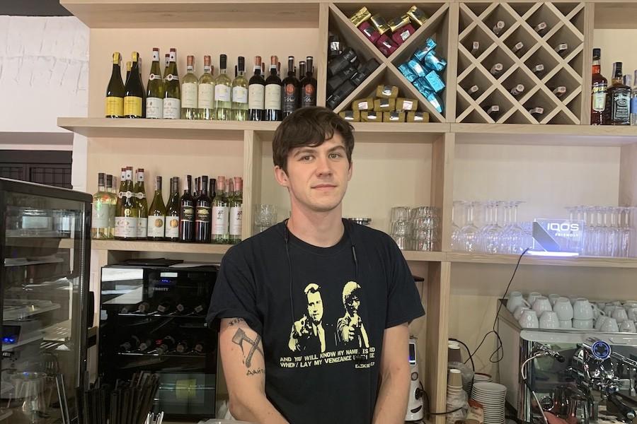 На Січових Стрільців відкрили заклад Coffee & Wine