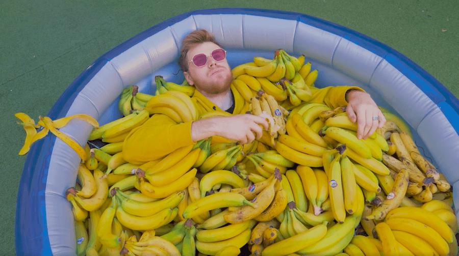 Бананова вечірка та «Алкосклад»: що робити на вихідних