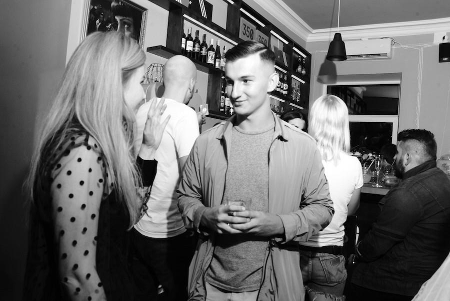 «Раньше было лучше»: на Майдані відкрили ностальгійний бар-магазин