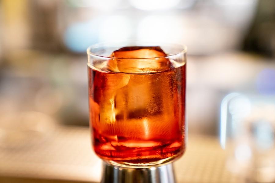 «Найголовніший інгредієнт коктейлів»: навіщо додавати до напою лід