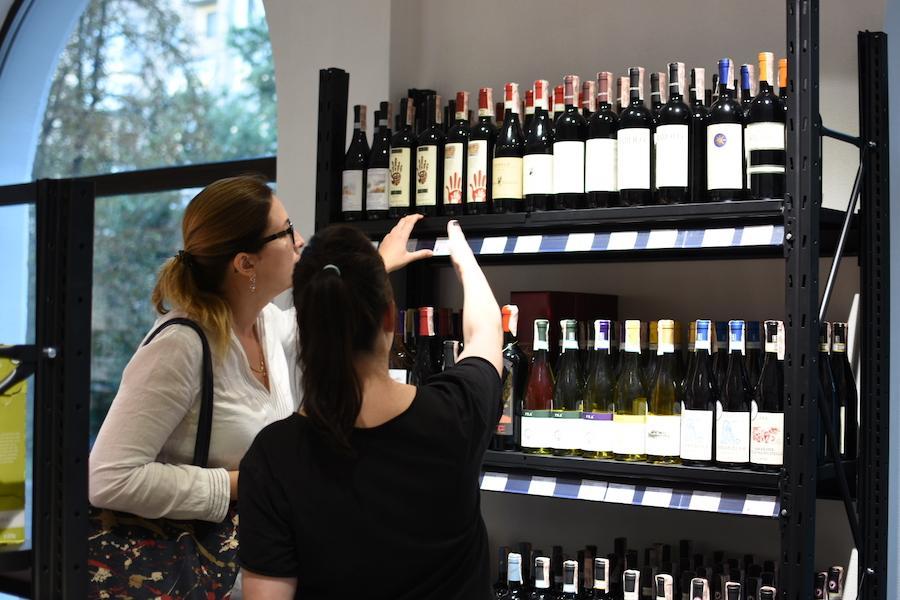 Bayadera Group відкрила перший магазин-склад алкоголю: Wine Wine біля палацу «Україна»