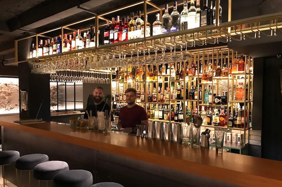 На Сагайдачного відкрили бар Saga25 з коктейлями по 149 грн