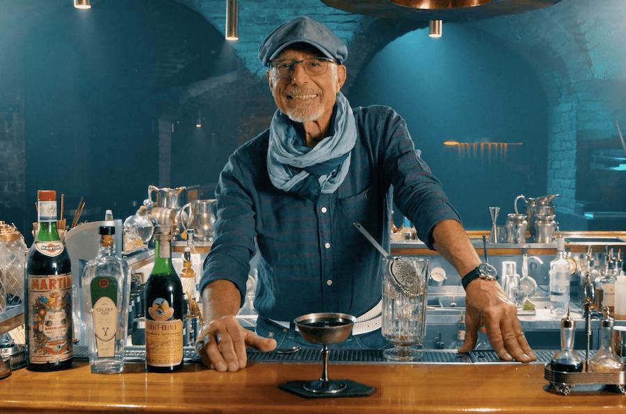 Дивіться, як Пітер Дореллі готує коктейль у спільному проєкті Cocktails For You і Loggerhead