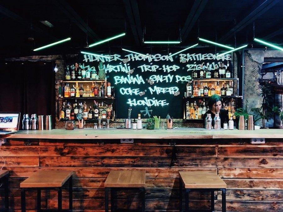 Бар «Хвильовий» перезапустять у двох форматах: спікізі та музичний бар