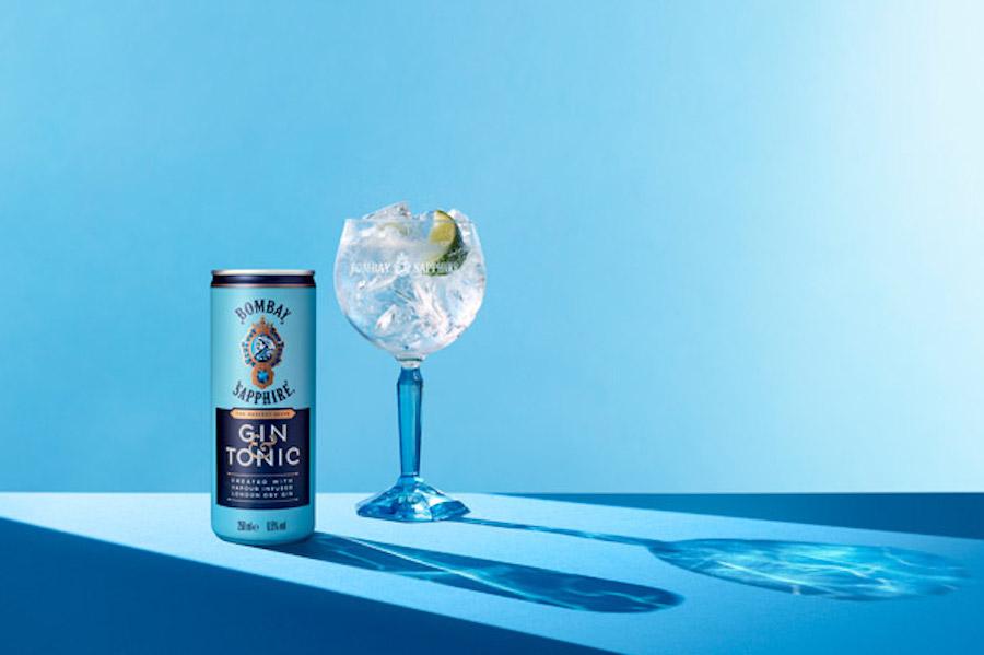 Bombay Sapphire випускає джин-тонік у жерстяних банках