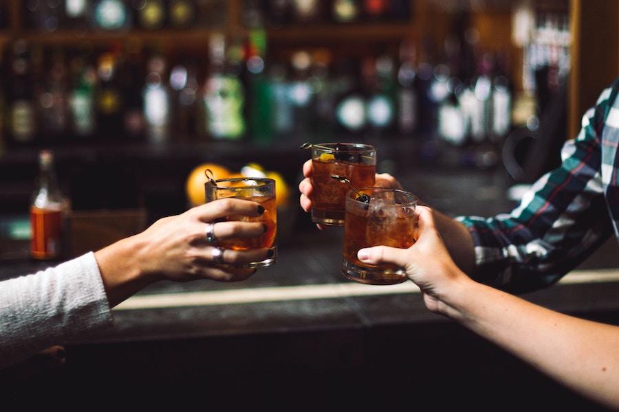 12 вечірок на День бармена і вихідні