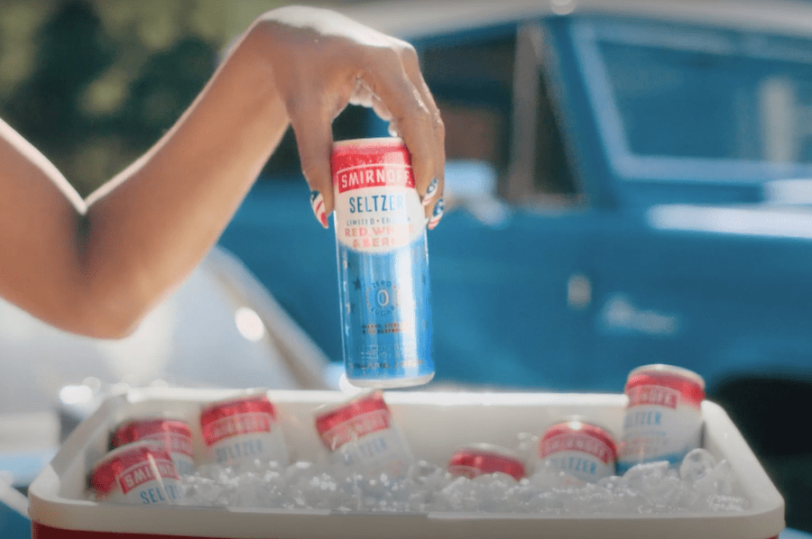 Smirnoff зняв рекламу про вечірки і барбекю. Через карантин її переробили