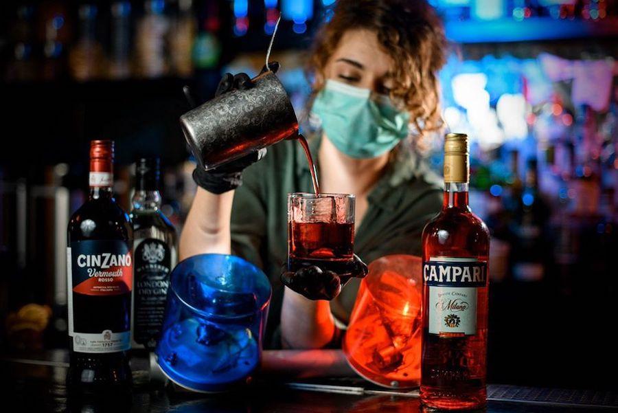 10 українських барів, які почали доставляти коктейлі