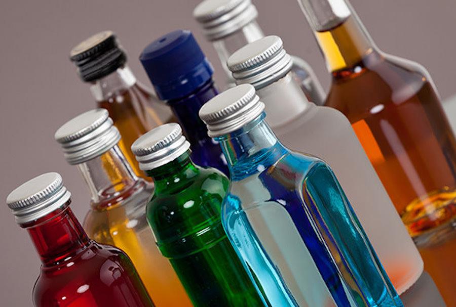 Авіакомпанії почали забороняти продаж алкоголю в літаках. Кажуть, через коронавірус