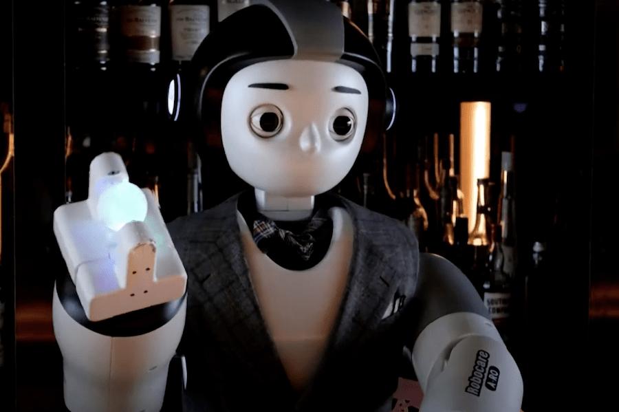 Робот-бармен обслуговує гостей у Південній Кореї. Гості кажуть, що бракує живого спілкування