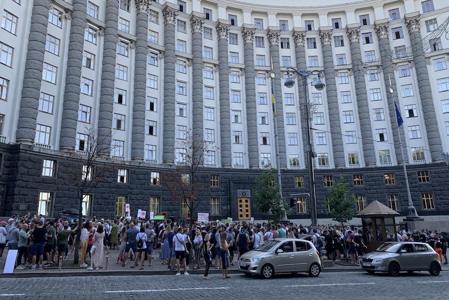 «Не вбивайте галузь!»: під Кабміном провели акцію протесту представники індустрії розваг і HoReCa