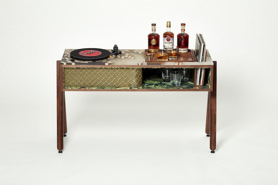 Bacardi створили стіл для коктейлів і вінілового програвача