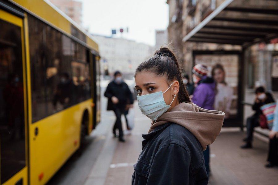 Як використовувати маски у барах і ресторанах – оновлені рекомендації ВООЗ