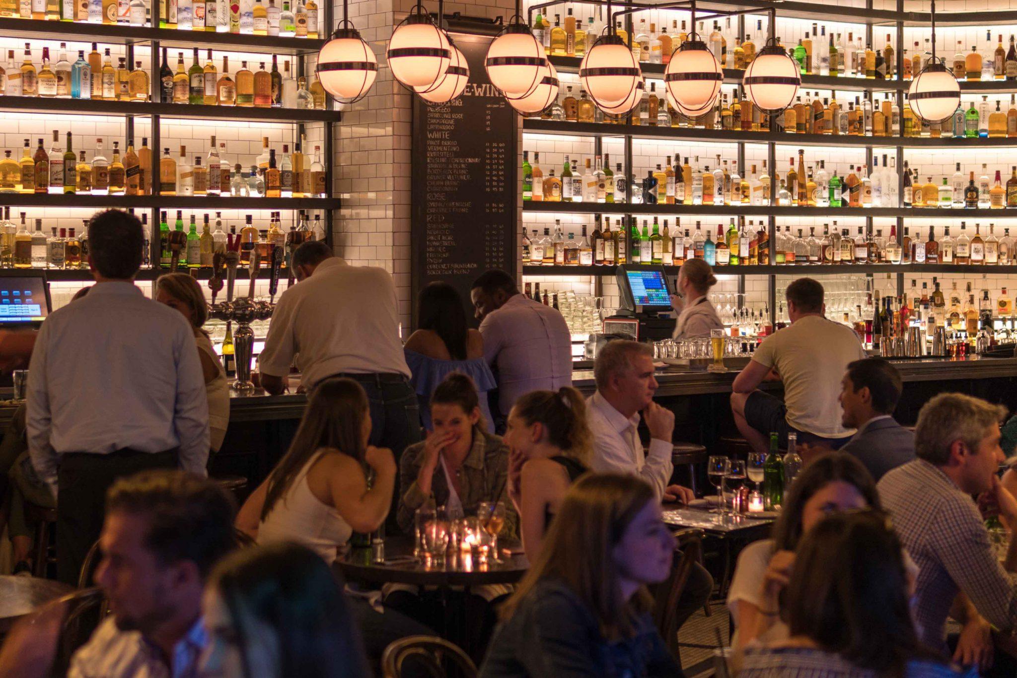 До 00:00 продовжили час роботи барів і ресторанів під час адаптивного карантину