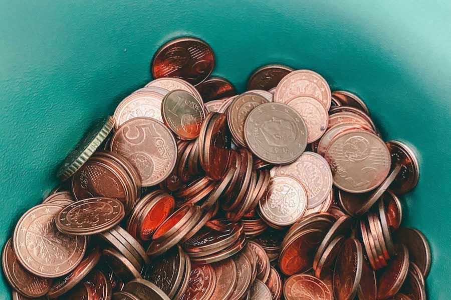 «Ось чому треба залишати чайові»: бартендерка показала у TikTok свій зарплатний чек менше $10